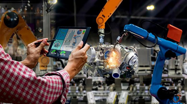 '5G teknolojisi endüstride, insanların günlük hayatlarında kullanacaklarından daha fazla yetkinlikte bir uygulama alanı bulacak'