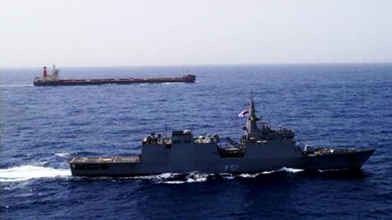 Hindistan Umman ve Basra Körfezi'ne iki savaş gemisi sevk etti