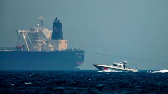 İngiltere'ye ait ham petrol taşıyan tanker, durdurulmaya çalışıldı