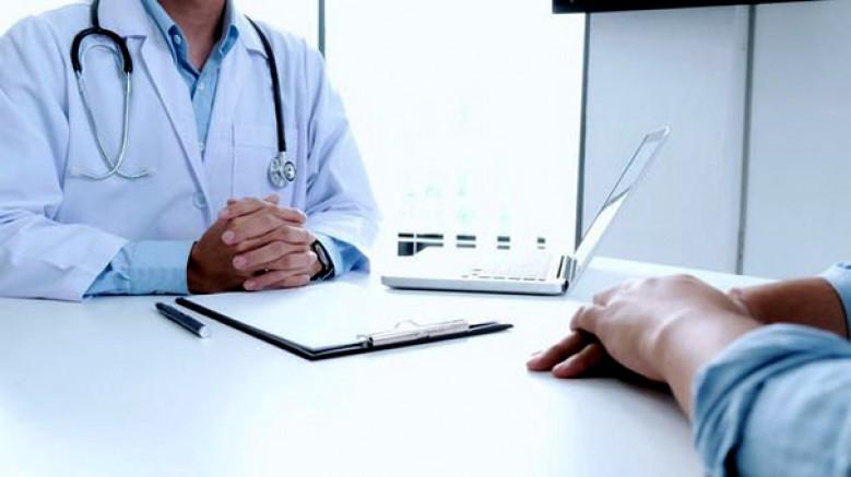 Sağlık personelinin zorunlu çalışma süresi düşürüldü