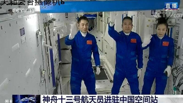 Shenzhou-13'ün mürettebatı çekirdek modüle girdi