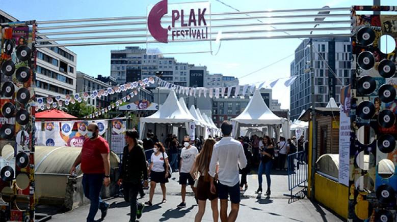Şişli Belediyesi tarafından hayata geçirilen Şişli Plak Festivali'nde müzikseverler bir araya geldi