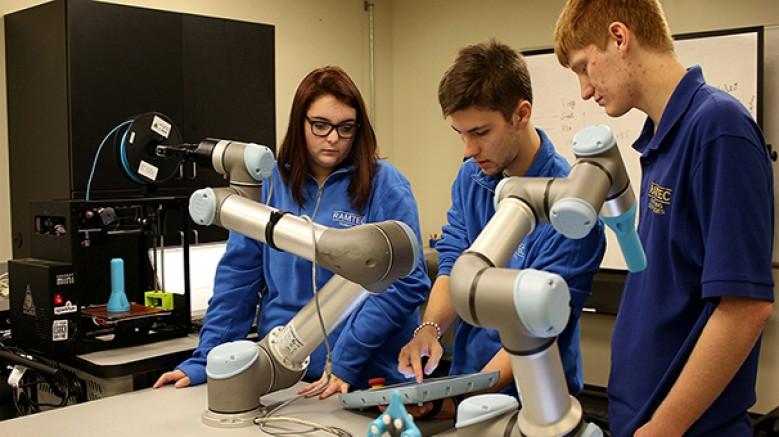 Universal Robots'un Türkiye genelinde yaygınlaşması hedeflenen kampanyası ile binlerce öğrenci, cobot teknolojisiyle tanışacak